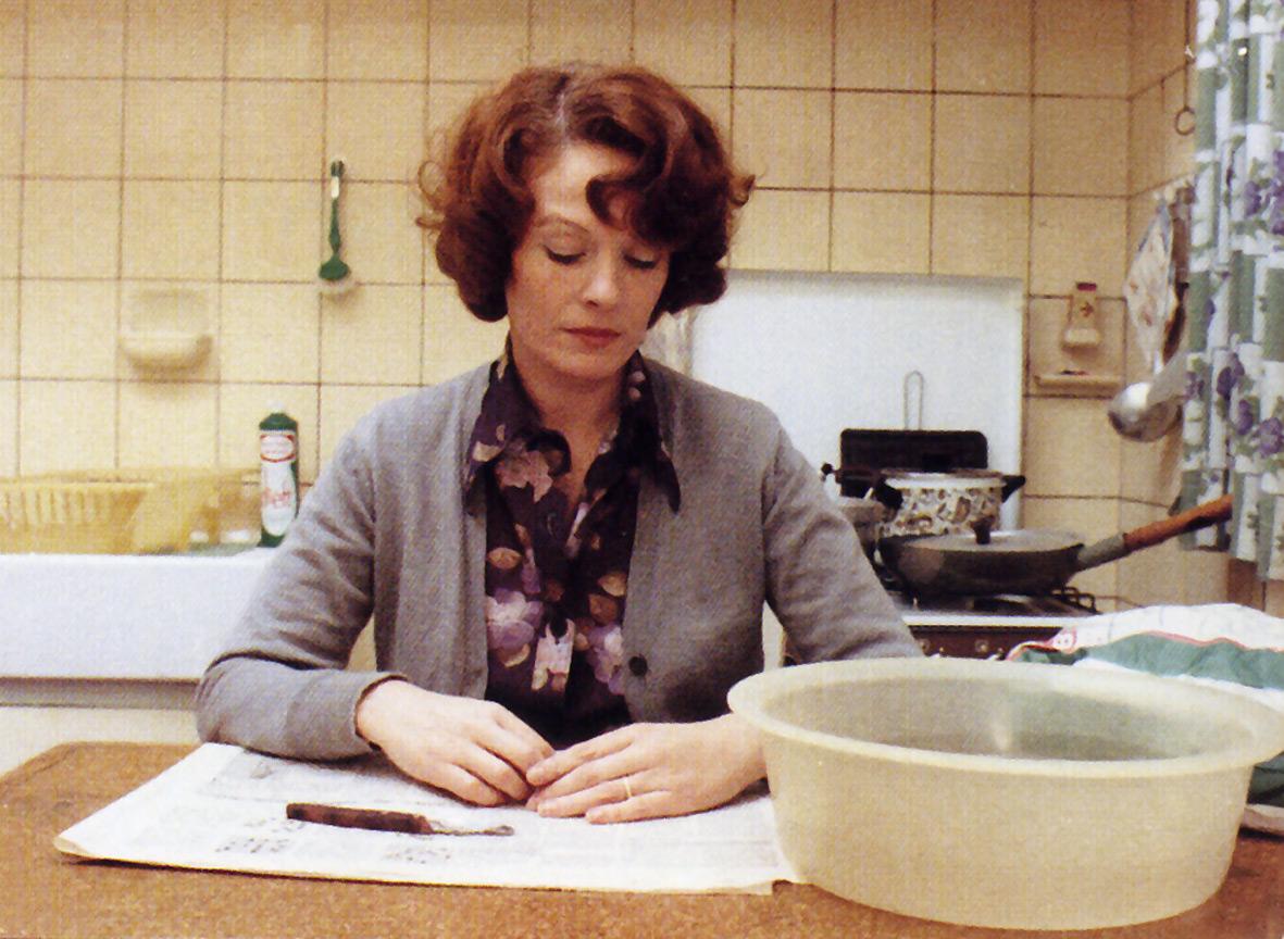 """Kadras iš filmo """"Jeanne Dielman, 23 Quai du Commerce, 1080 Bruxelles"""""""