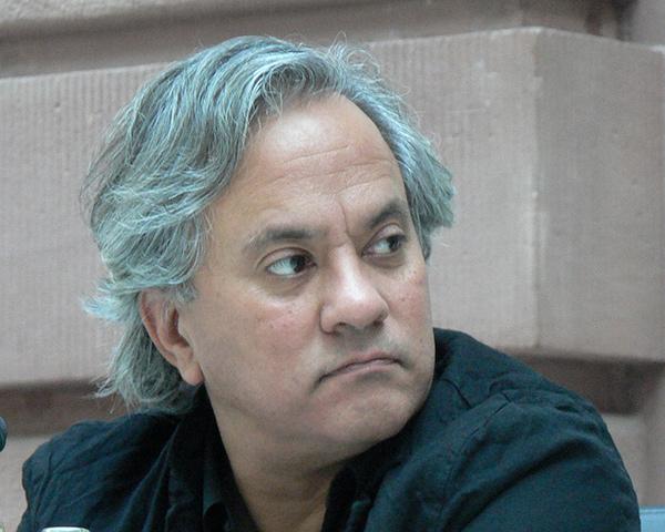 en.wikipedia.org/wiki/Anish_Kapoor