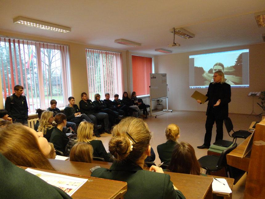 Fotografas A. Ostašenkovas Šakių r. Griškabūdžio gimnazijoje (2012 11 14)