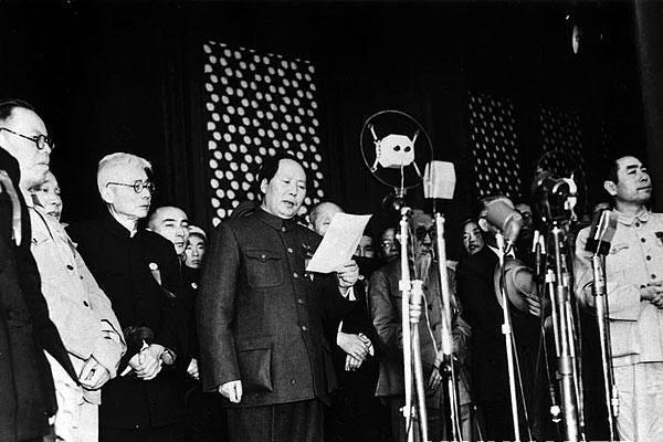 Mao Dzedunas skelbia Kinijos Liaudies Respublikos įkūrimą (1949 m.)