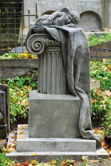 """Vienas gražiausių Rasose antkapinių paminklų """"Miegantis angelas"""". XIX a. pirmoji pusė. Antano Grinčelaičio nuotrauka"""