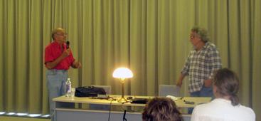 A. Mickūnas, tradicinė konferencijos lempa ir A. Sverdiolas Emilijos Visockaitės nuotrauka