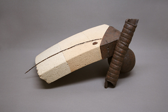 """Egidijus Radvenskas. """"Pamirštas prisiminimas"""". 2011. Iš 2-osios Vilniaus keramikos meno bienalės."""