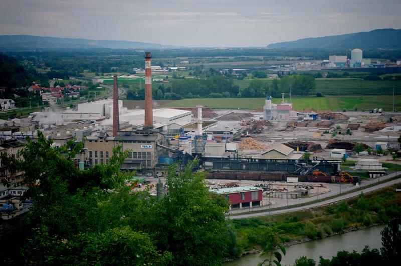 Krško įžymybės – popieriaus fabrikas ir atominė elektrinė nuo Trška Goros. Autorės nuotraukos