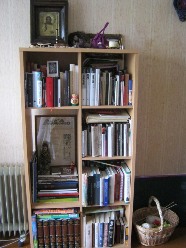 Poetės, literatūros kritikės Giedrės Kazlauskaitės knygų lentyna