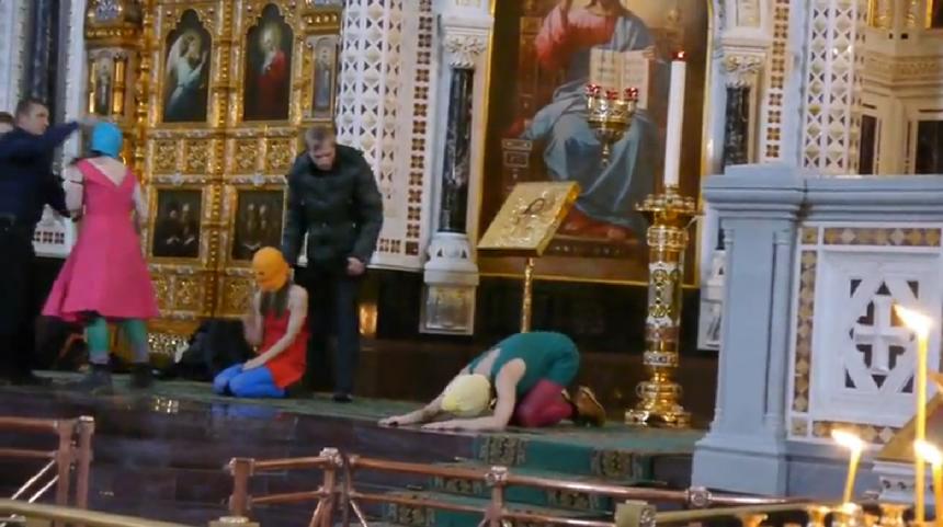 """Grupė """"Pussy Riot"""" akcija Kristaus Išganytojo cerkvėje"""