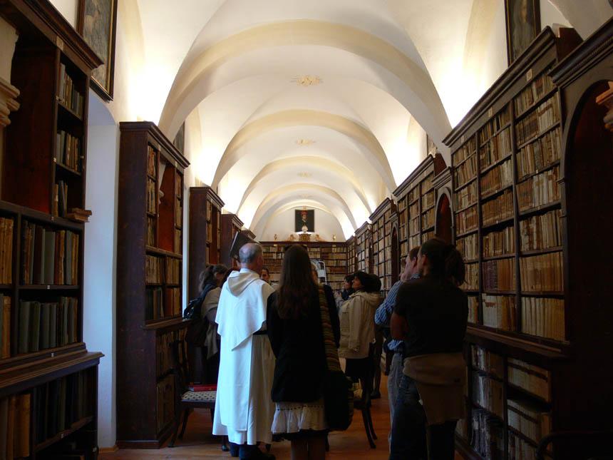 XIV a. Dominikonų vienuolyno Dubrovnike, Kroatijoje, biblioteka, kurioje saugomi reti manuskriptai. Ramintos Važgėlaitės nuotrauka