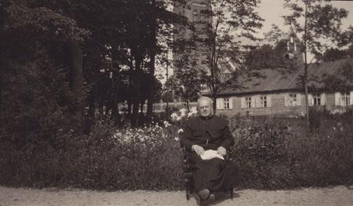 Nežinomas fotografas. Maironis Palangoje. 1930 m. Iš Maironio lietuvių literatūros muziejaus rinkinių