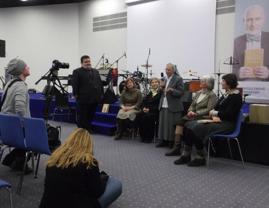 """Knygos """"Laisvė ir tikėjimas: krikščioniški trileriai sovietmečiu"""" pristatyme"""