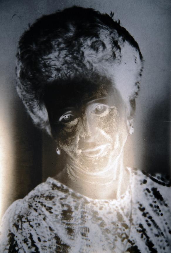 """Gedvilė Tamošiūnaitė. Iš ciklo """"Re-touche"""". 2011, vienetinis skaitmeninis antspaudas, 27 x 43 cm."""