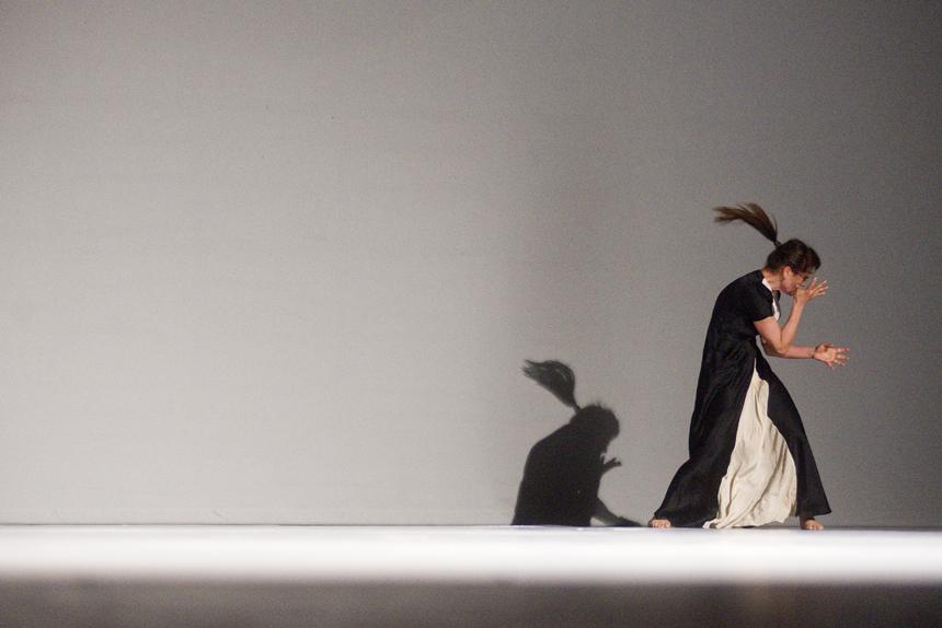 """Spektaklio """"Vėl"""" scena (""""Naujasis Baltijos šokis '13""""). Dmitrijaus Matvejevo nuotrauka"""