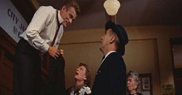 """Kadrai iš filmo """"Maištininkas be priežasties"""" (1955)"""