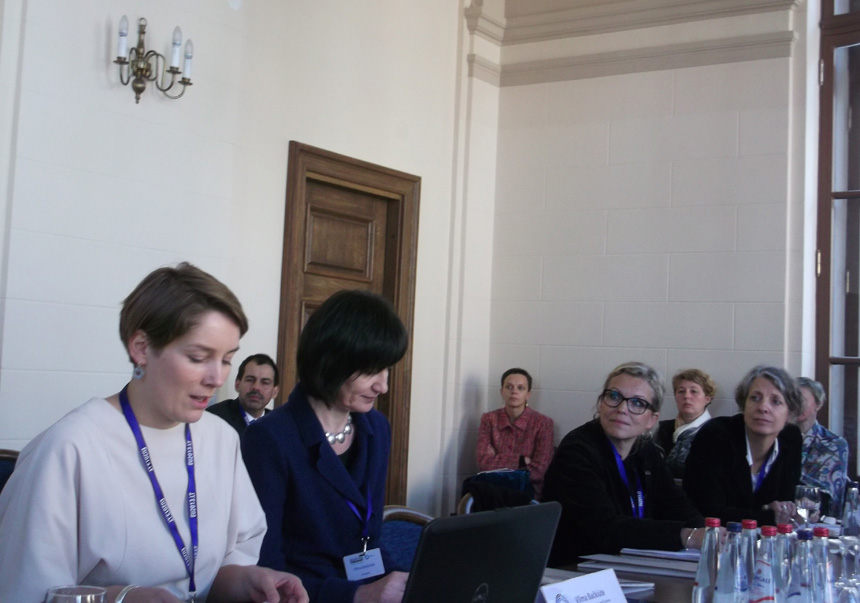 Sesijos, skirtos kūrybinei mokyklų ir muziejų partnerystei, pranešėjos, iš kairės: Milda Laužikaitė, už moderatorės Vilmos Bačkiūtės – Ida Brændholt Lundgart (Danija) ir Sybille Linke (Vokietija). Astridos Petraitytės nuotrauka