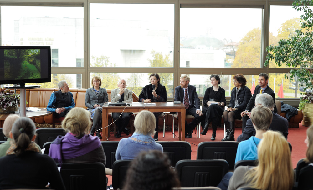 Iš kairės: Mikus Čežė, Laima Vilimienė, Edmundas Gedgaudas, Beata Baublinskienė, Paolo Patrizi, Laūra Karnavičiūtė, Giulia Vannoni, Borisas Kehrmannas. Martyno Aleksos nuotrauka