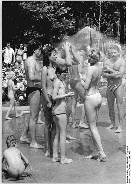 Klauso Obersto nuotrauka / Bundesarchiv, Bild 183-1987-0702-020 / CC-BY-SA