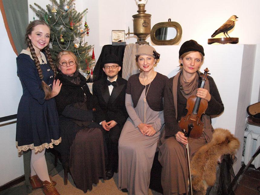 """4Spektaklio """"Lig Tave sulauksim..."""" aktoriai (iš kairės): Virginija Kuklytė, Eglė Tulevičiūtė, Nerijus Račkaitis, Regina Šilinskaitė, Milda Pleitaitė. K. Sipario nuotrauka"""
