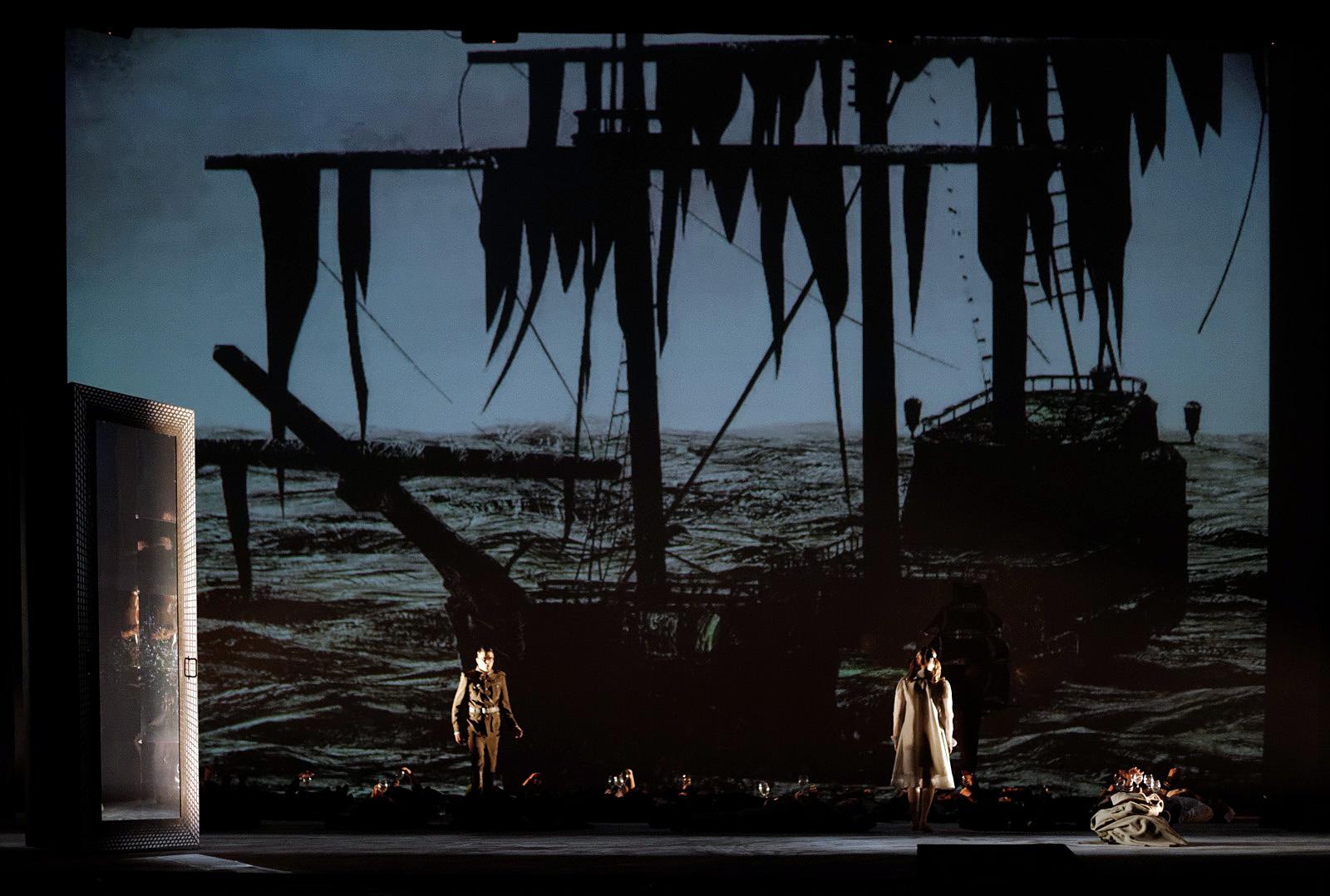"""Scena iš O. Narbutaitės operos """"Kornetas"""" (LNOBT, rež. G. Varnas). Martyno Aleksos nuotrauka"""