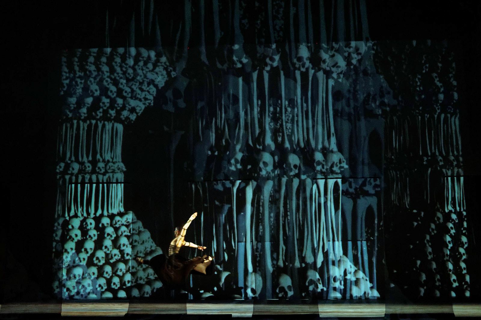 """Scena iš operos """"Kornetas"""". Martyno Aleksos nuotrauka"""
