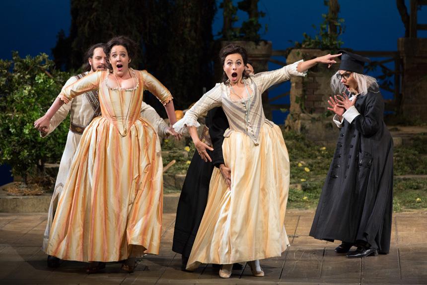 """""""Visos jos tokios"""". Marty Sohl nuotrauka iš Metropolitan operos archyvo"""