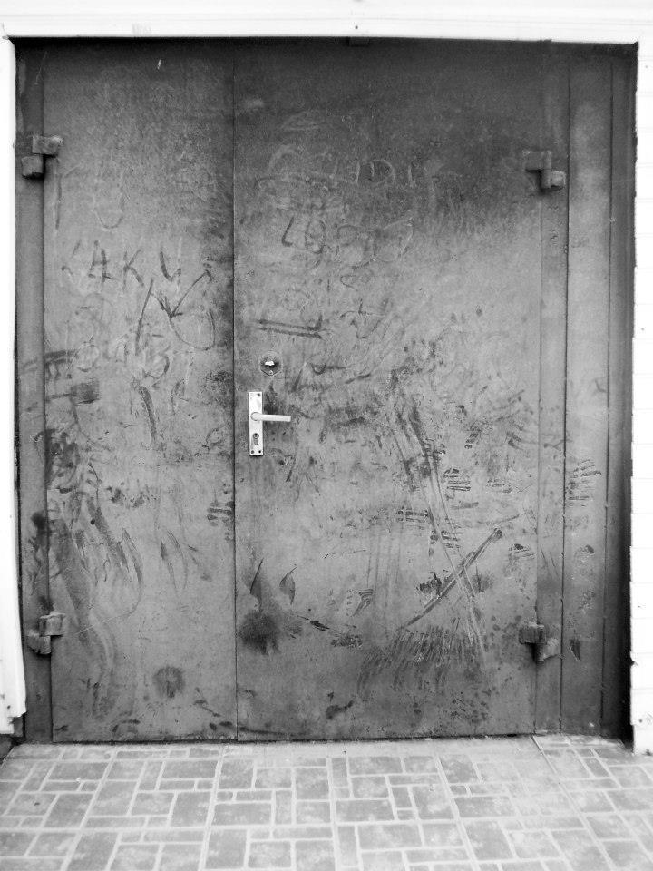 """Asta Veiknienė. """"Parduotuvės durys"""""""