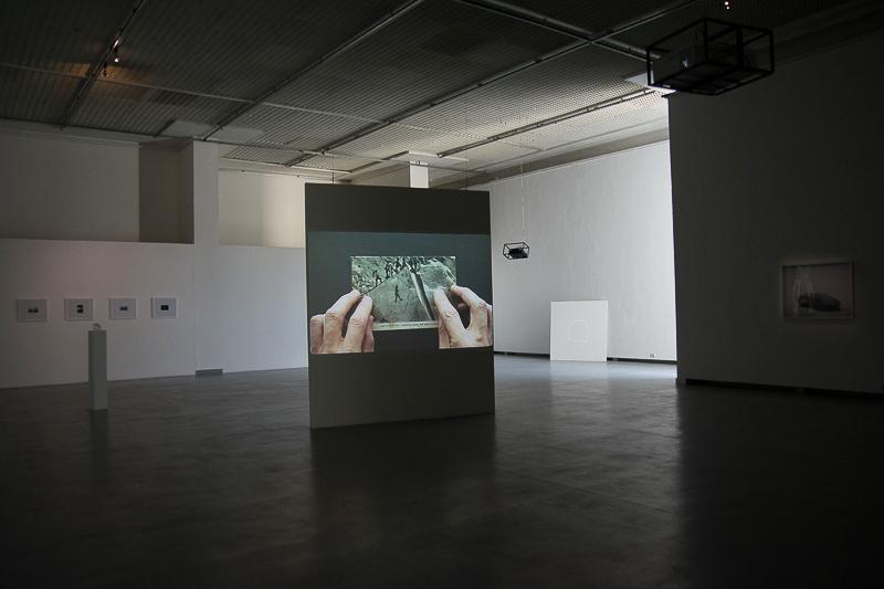 """Arūno Gudaičio parodos """"Dalys ir gabalai"""" fragmentas. Martos Ivanovos nuotraukos"""