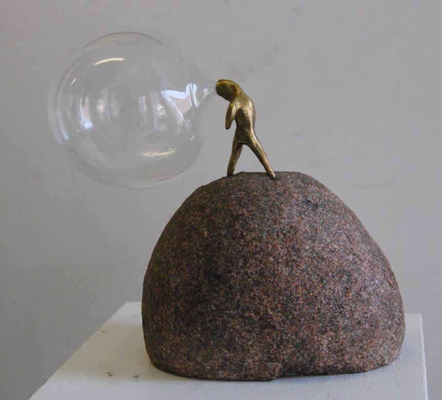 """Gediminas Pašvenskas. """"Kryptis"""", bronza, stiklas, granitas, 2014"""