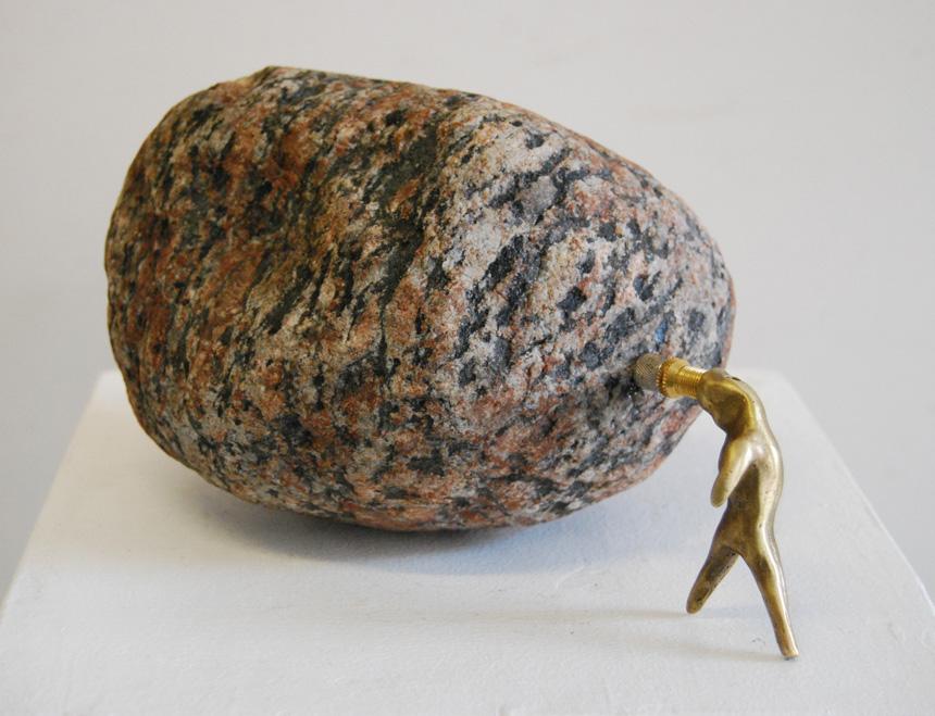 """Gediminas Pašvenskas. """"Tuščias"""", bronza, geležis, granitas, 2014"""