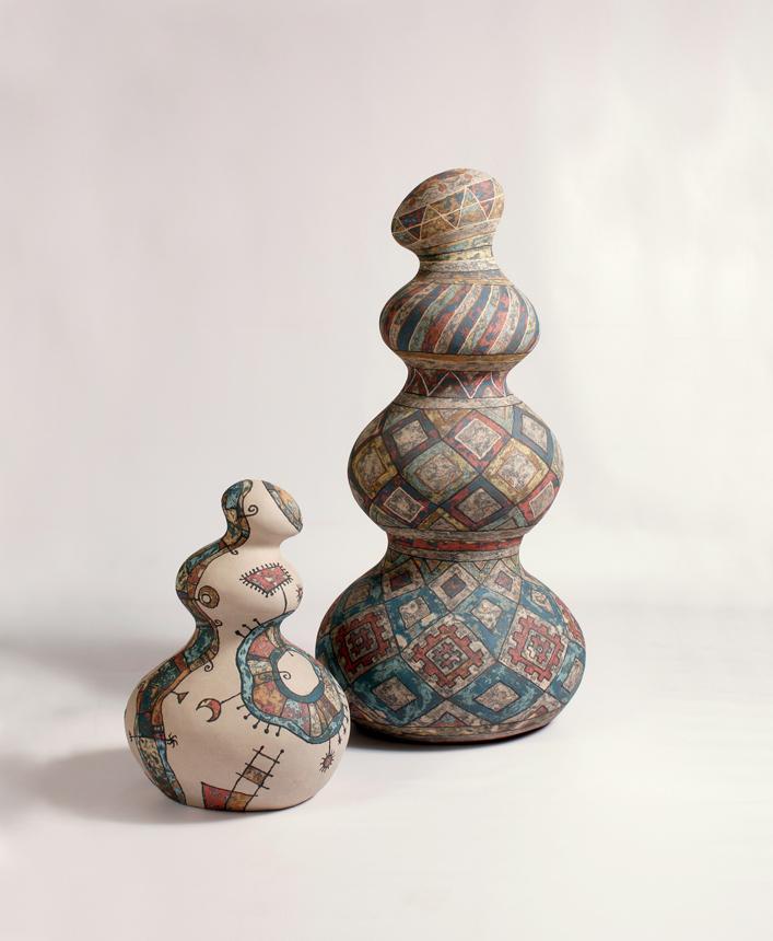 """Yauheni Adzinochanka (Baltarusija). """"Konfliktas I-II"""", akmens masė, angobai, 98x48x42, 50x33x32, 2014"""