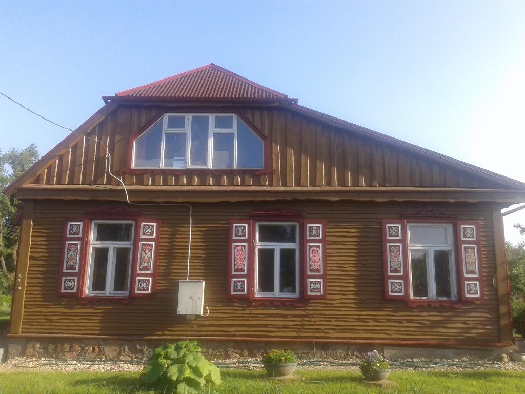 Ilonos Keršulytės-Šilienės ir Žilvino Vaičiūno tapytos langinės Ąžuolų g. 2, Rokiškyje