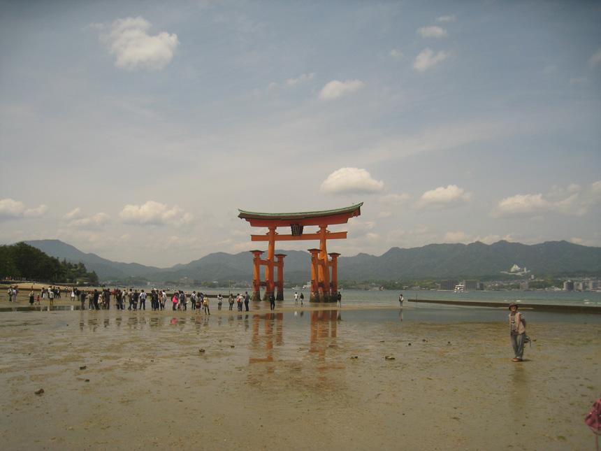 Icukušimos šventykla atoslūgio metu. Autoriaus nuotraukos