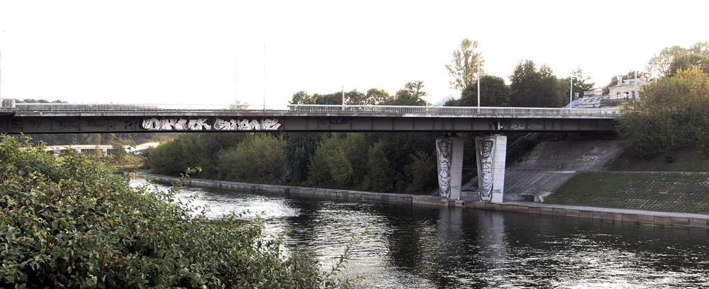 Ernersto Zacharevičiaus piešinys ant Liubarto tilto. Audriaus Ambraso nuotrauka
