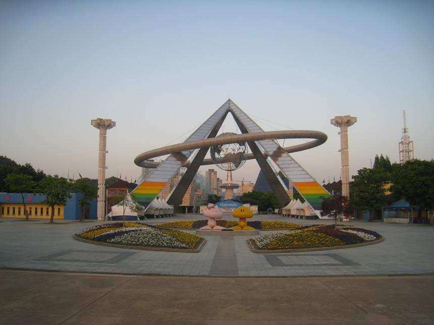 """Apleistas """"Expo '93"""" kompleksas Tedžone. Vytauto Juršėno nuotrauka"""