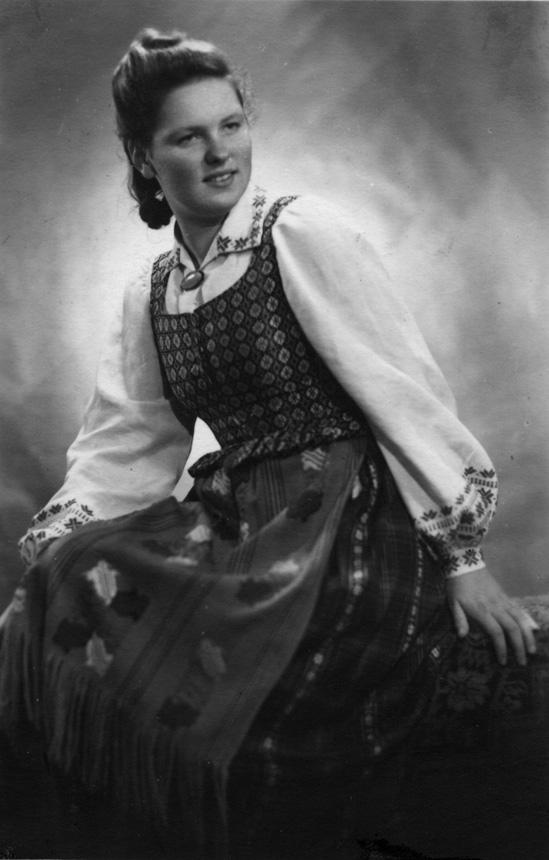 Eugenija Šimanskytė, Kauno mokytojų seminarijos III kurso studentė. 1944 m.