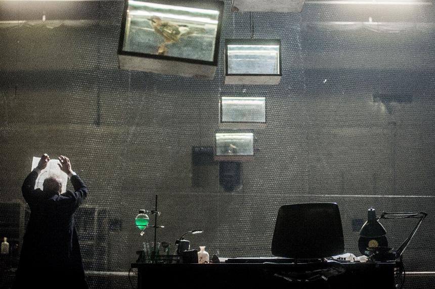 "Heinerio Goebbelso spektaklio ""Max Black"" scena. Dmitrijaus Matvejevo nuotrauka"