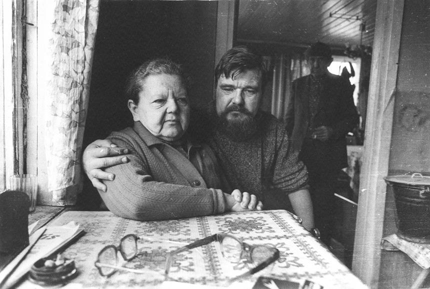 R. Granauskas su mama. Romualdo Rakausko nuotrauka