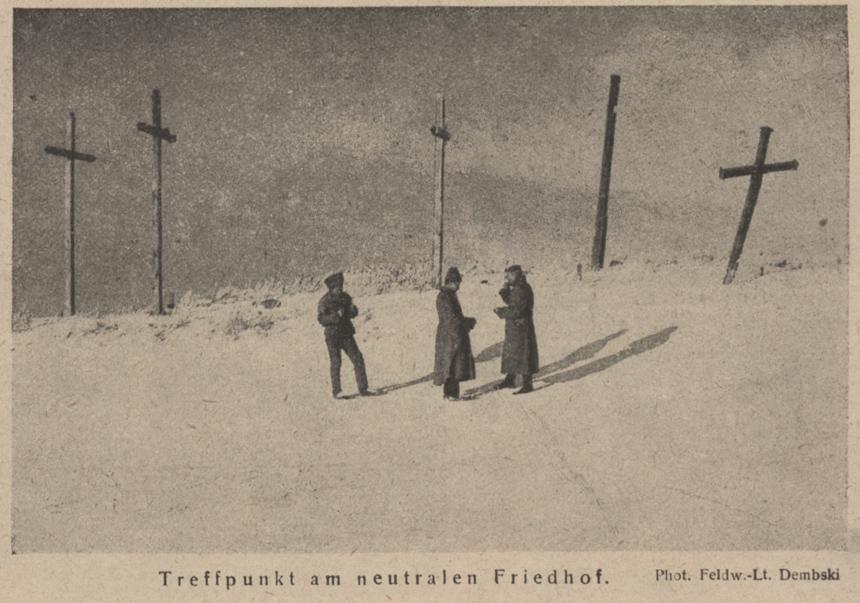 """Vokiečių ir rusų karių susitikimas neutralioje zonoje Lietuvoje. Leitenanto Dembskio nuotrauka. """"Scheinwerfer"""", 1917, Nr. 86"""