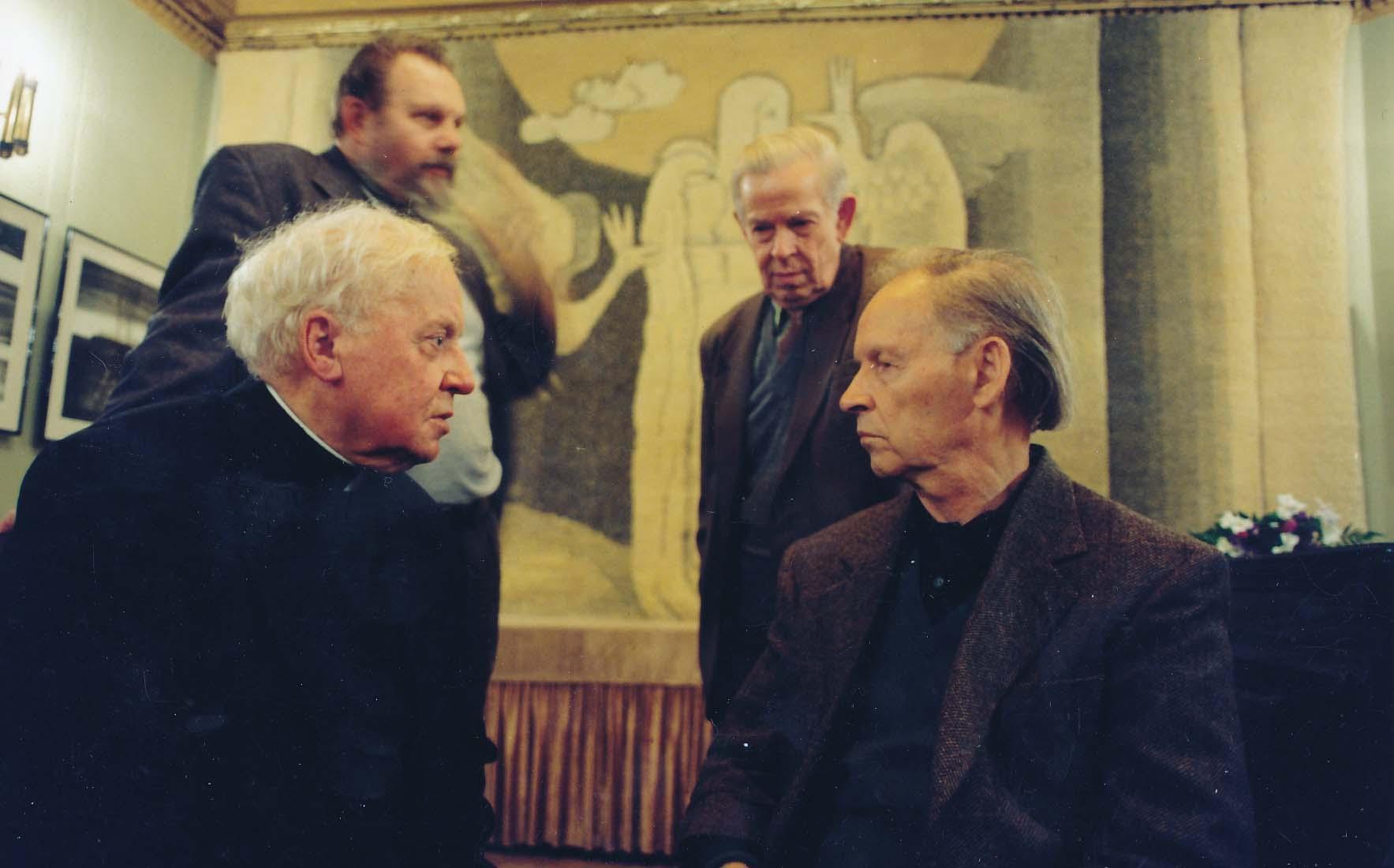 Sėdi – monsinjoras K. Vasiliauskas, A. Nyka-Niliūnas, stovi – K. Almenas ir S. Čipkus. Vilnius. 1998 m.