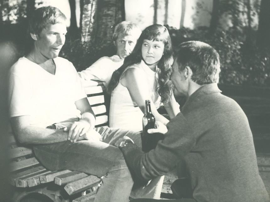"""Filmuojant """"Mažą išpažintį"""". Aktoriai J. Budraitis, A. Stonytė, G. Girdvainis ir režisierius A. Araminas"""