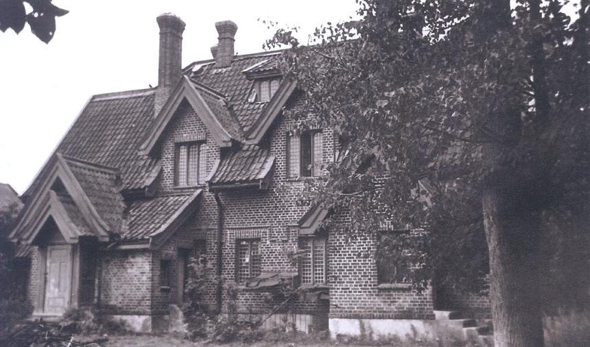 Žagarės dvaro rūmų terasa, gėlynai ir fontanas. Apie 1905 m.