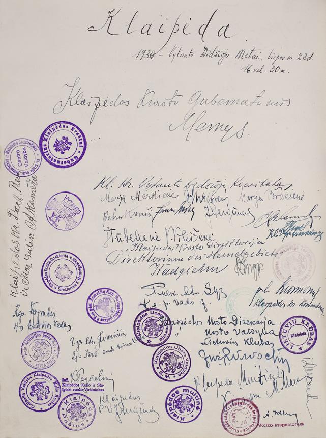 Klaipėdos valstybinių įstaigų ir visuomeninių organizacijų vadovų parašai Raportų knygoje. 1930 m.