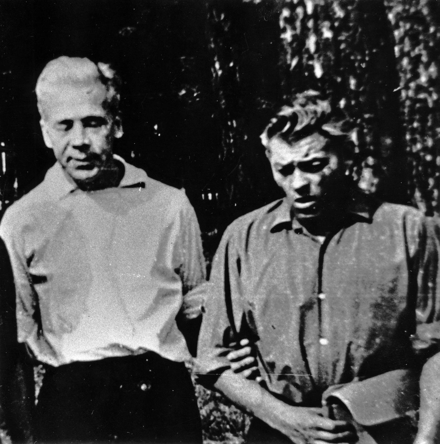Antanas Jonynas ir Paulius Širvys Alytuje (1962). Nuotrauka iš Antano A. Jonyno archyvo