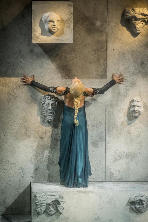 """""""Pelėjo ir Melisandos"""" scena (Dmitrijaus Matvejevo nuotrauka)."""