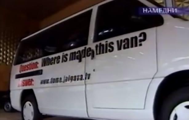 """Vienas paskutinių """"Latvijos"""" modelių. Kadras iš NTV reportažo apie 2002 m. uždaromą gamyklą"""