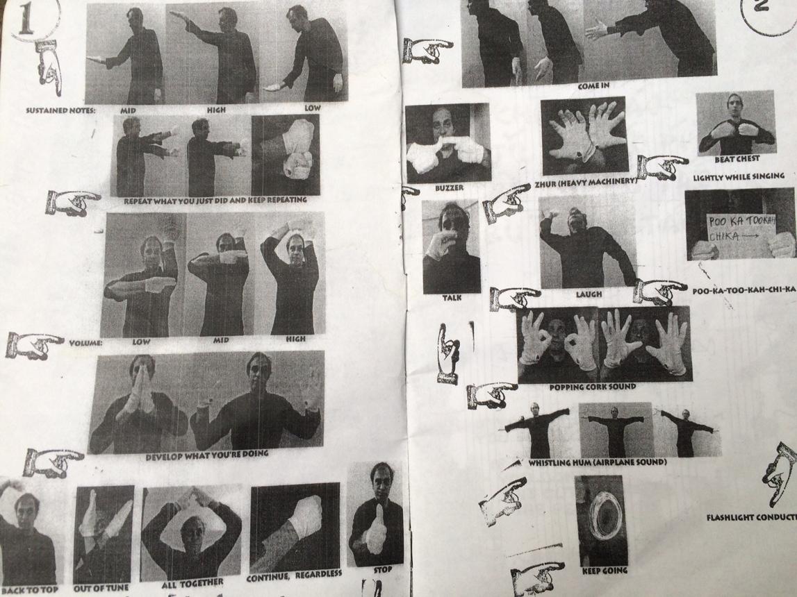 Daliaus Naujokaičio naudojamų dirigavimo ženklų knygutės fragmentas. Žibuoklės Martinaitytės nuotrauka