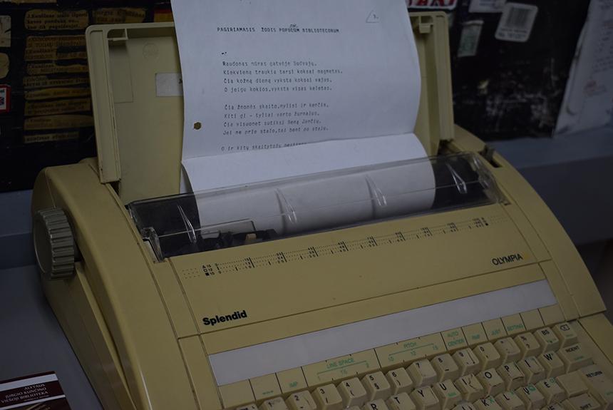 Jurgio Kunčino rašomoji mašinėlė Alytaus J. Kunčino viešojoje bibliotekoje. Ilonos Krupavičienės nuotrauka