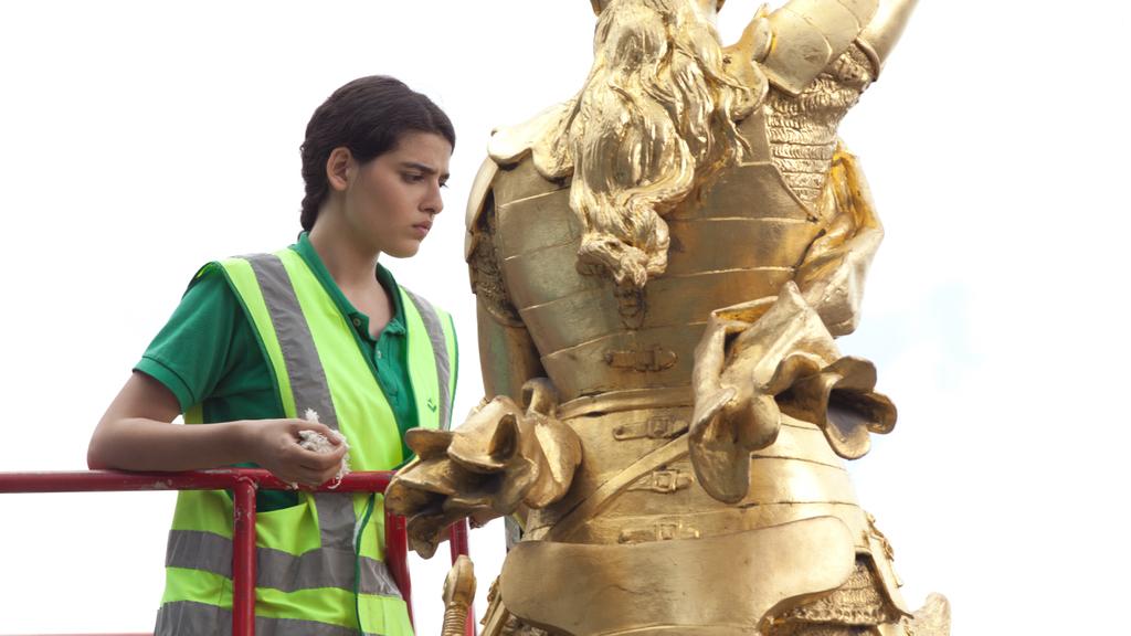 """""""Nokturamos"""" teroristė pila degųjį skystį ant Žanos d'Ark statulos"""