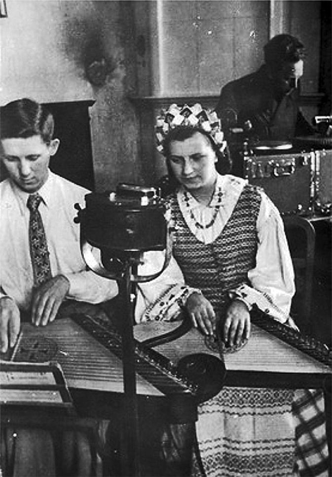 3 pav. Garso įrašas Istorijos ir etnografijos institute, 1946 m., A. Fatejevo nuotr., LCVA, 0-046951