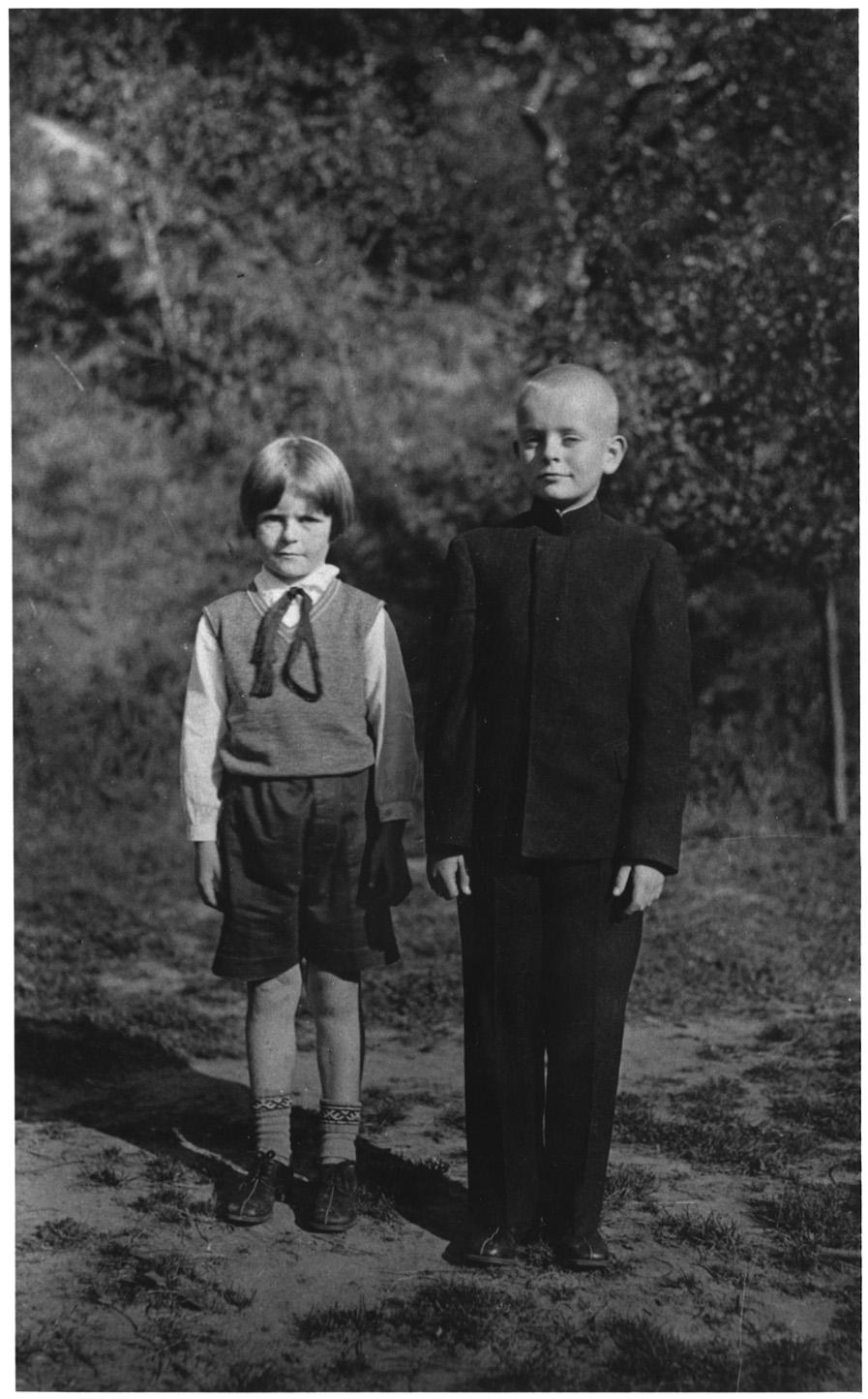 Dalia su broliu Juozu. Iš Lietuvos nacionalinio muziejaus rinkinių
