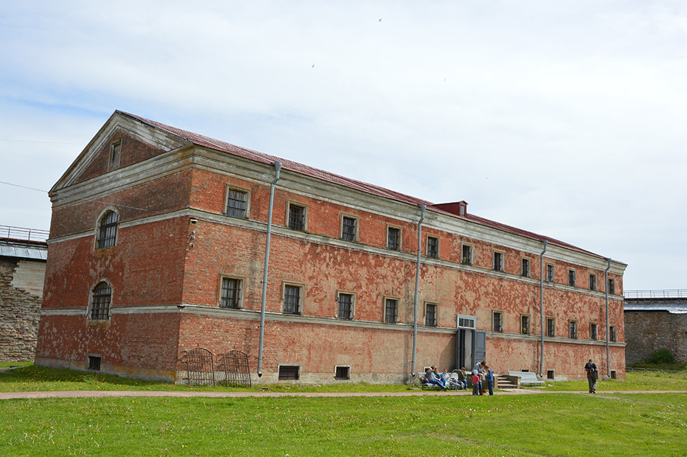 Naujasis Šliselburgo kalėjimas, kuriame ilgus dešimtmečius praleisdavo katorgai iki gyvos galvos nuteisti kaliniai, ir vienutė jame. 2017 m.