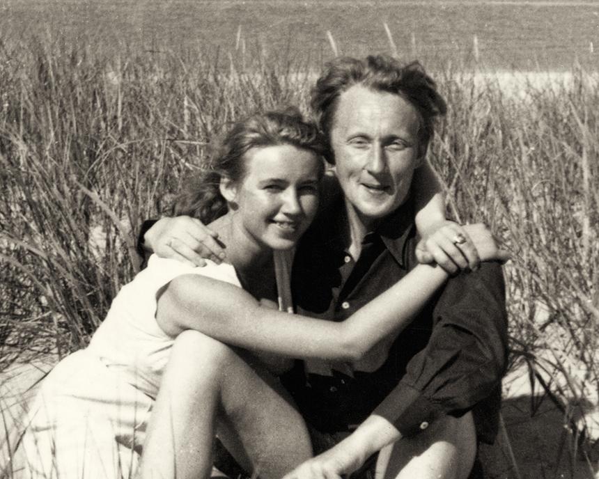 Aldona Gustas su Georgu Holmstenu prie Šiaurės jūros 1953 m.  ©Browse Gallery Berlin. Fotografas nežinomas, iš privataus archyvo